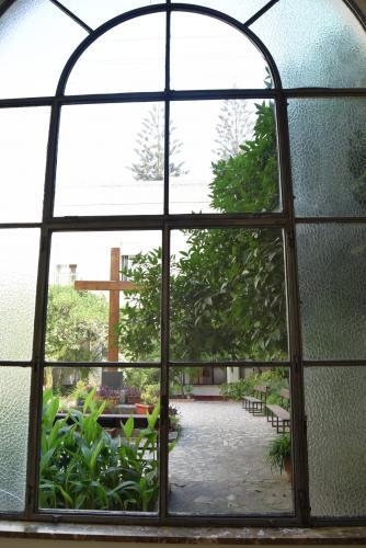 Vista del patio de la Cruz desde el interior