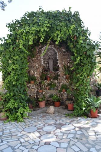 Gruta de la Virgen en el Jardín